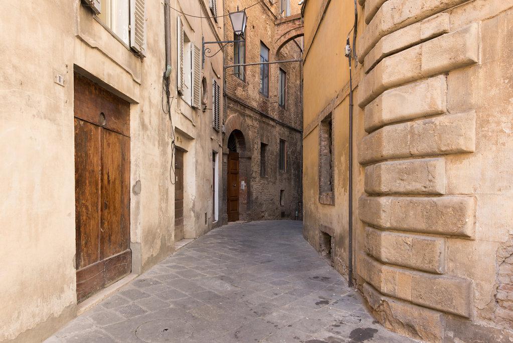 Gasse, Siena, Toskana, 2018